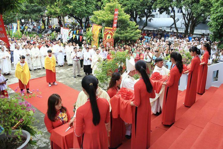 16538 tuy hien 7 750x500 - Giáo xứ Tụy Hiền: Khánh thành nhà mục vụ và Thánh lễ tạ ơn