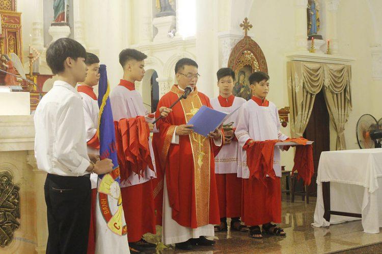 16559 tuyen hua 3 750x500 - Thánh lễ tuyên hứa dự trưởng và trợ tá Thiếu Nhi Thánh Thể giáo xứ Lường Xá