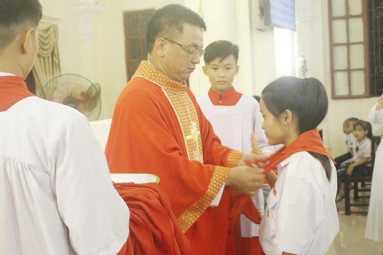 16559 tuyen hua 5 750x500 - Thánh lễ tuyên hứa dự trưởng và trợ tá Thiếu Nhi Thánh Thể giáo xứ Lường Xá