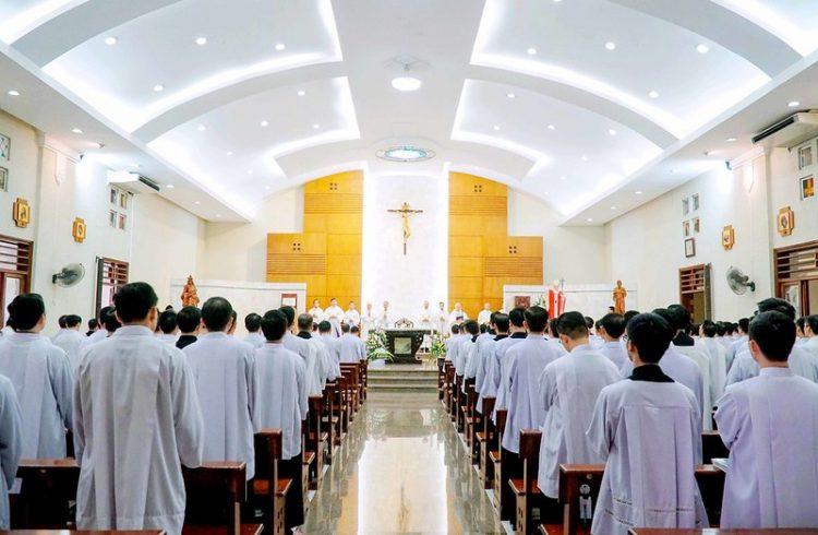 16562 bon mang 8 750x490 - Lớp thần II Đại chủng viện mừng lễ bổn mạng Thánh Giáo Hoàng Gioan Phaolô II
