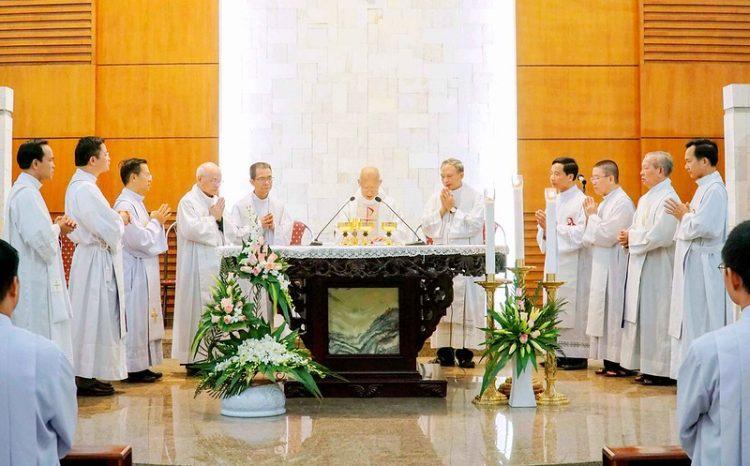 16562 bon mang 9 750x466 - Lớp thần II Đại chủng viện mừng lễ bổn mạng Thánh Giáo Hoàng Gioan Phaolô II