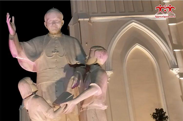 20102019 123347 750x498 - Thượng tượng Thánh Giáo Hoàng Gioan Phaolô II tại Trung tâm Mục vụ TGP Sài Gòn