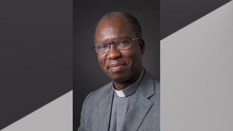cha paul bere duoc nhan giai thuong ratzinger 750x422 - Một thần học gia châu Phi nhận giải thưởng Ratzinger