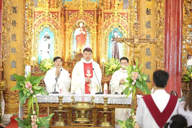 duc tong giam muc marek zalewski tham xu xam bo 15 - Đức Tổng Giám mục Marek Zalewski thăm giáo xứ Xâm Bồ