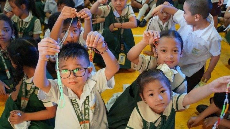 mot trieu tre em doc kinh man coi vi hiep nhat va hoa binh 750x422 - Một triệu trẻ em đọc kinh Mân Côi vì hiệp nhất và hòa bình