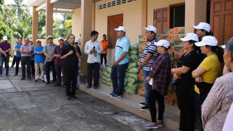 tan viet bac ai 01 750x422 - Giáo xứ Tân Việt: Cộng đoàn Lòng thương xót chia sẻ bác ái