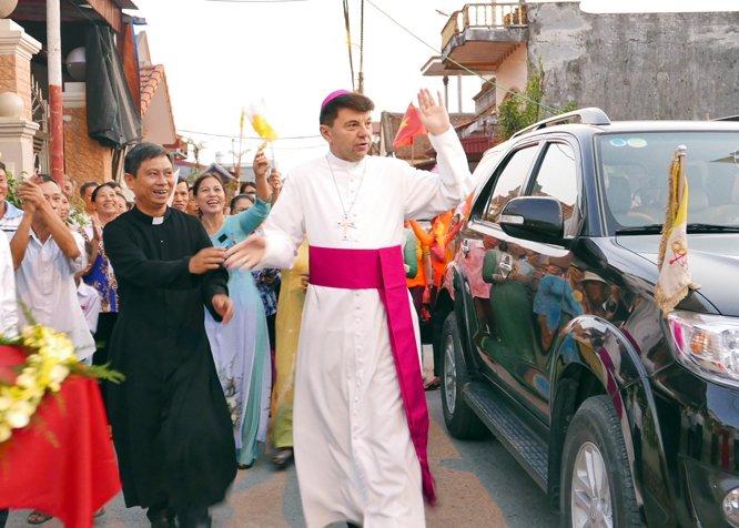tham giao xu nam an 03 - Đức Tổng Giám mục Marek Zalewski thăm giáo xứ Nam Am
