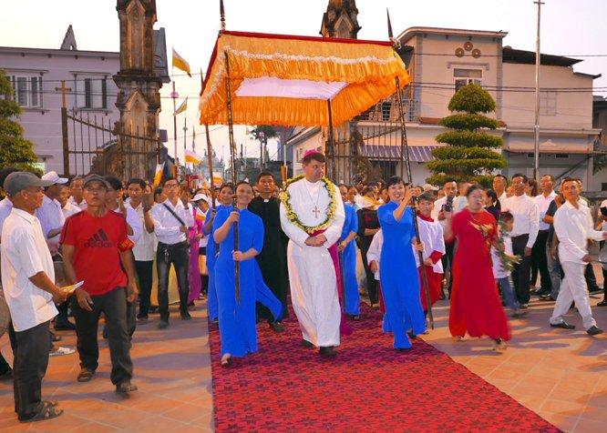 tham giao xu nam an 05 - Đức Tổng Giám mục Marek Zalewski thăm giáo xứ Nam Am