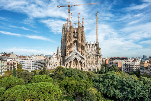 Nhà thờ hơn một thế kỷ chưa xây xong ở Barcelona