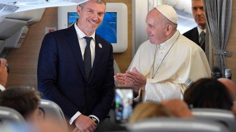 phong van duc thanh cha tren chuyen bay tokyo ve roma phan ii 750x422 - Phỏng vấn Đức Thánh Cha trên chuyến bay Tokyo về Roma, phần II