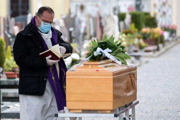 16042020 110803 750x500 - Covid-19: các linh mục tu sĩ hy sinh, các nỗ lực bác ái khắp nơi