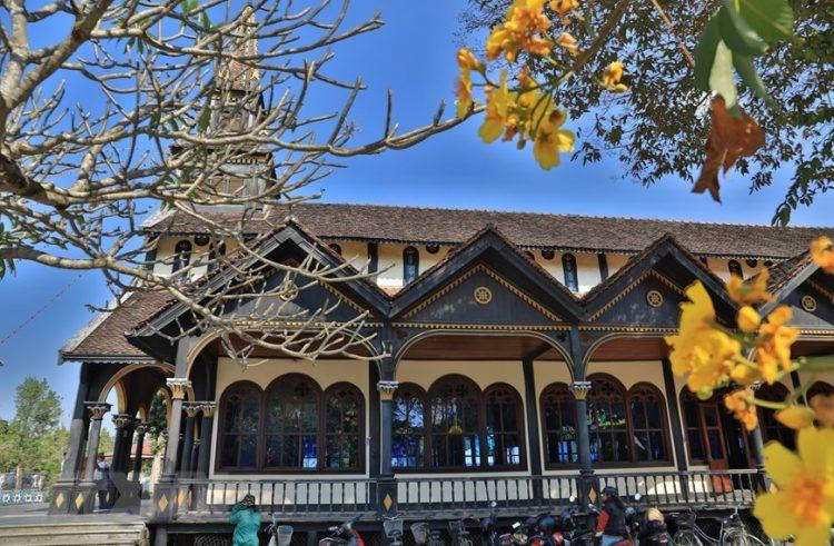 ttxvn nhathokontum 10 750x491 - Kiệt Tác Nhà Thờ Gỗ Kon Tum Hơn 100 Năm Tuổi